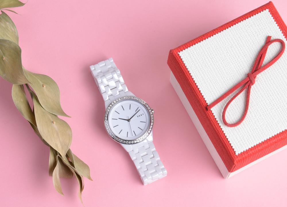 Как выбрать наручные часы в подарок женщине?